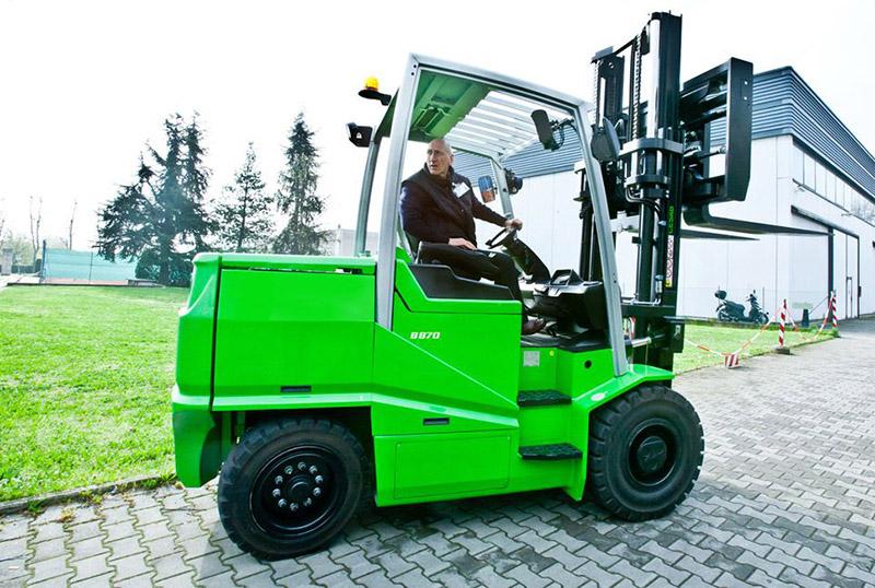 Alquiler de vehiculos y maquinaria Cesab
